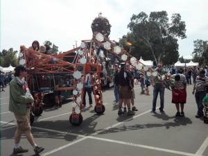El Pulpo De Mechanico - (a flaming octopus art sculpture) and Russell the electronic giraffe
