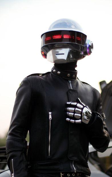 halloween-daft-punk-helmet